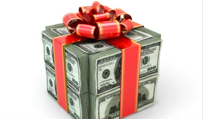 Money Gift Crop 696x409